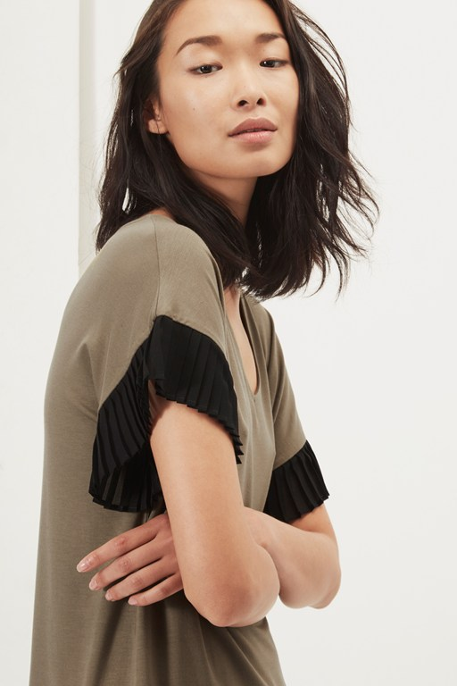 sudbury stretch pleated sleeve t-shirt