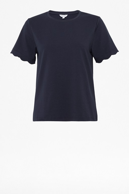 sierra scallop round neck t-shirt