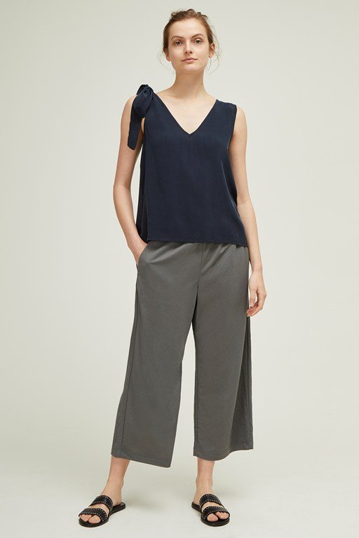 melrose mix v neck top