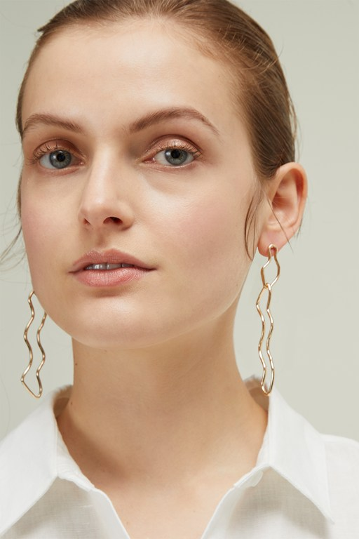 erica wavy hoop earrings
